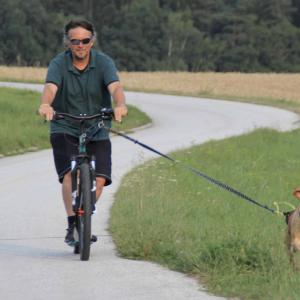Pettrailer Dogscootern mit Markus